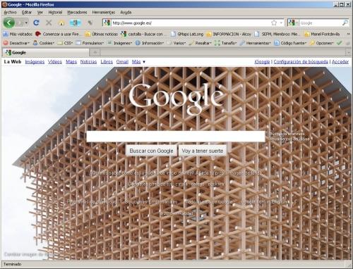 Google: ¿estamos locos o que?. La página de incio con una imagen de fondo