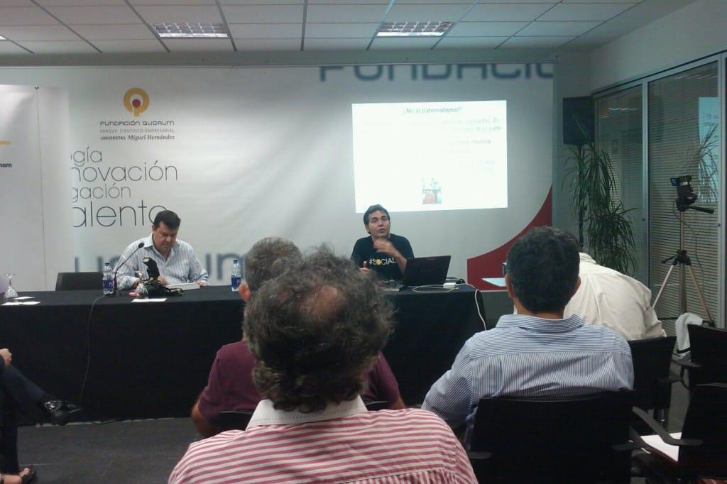 En la Universidad Miguel Hernández disfrutando de la conferencia de @arey organizada por #iniciador_alc